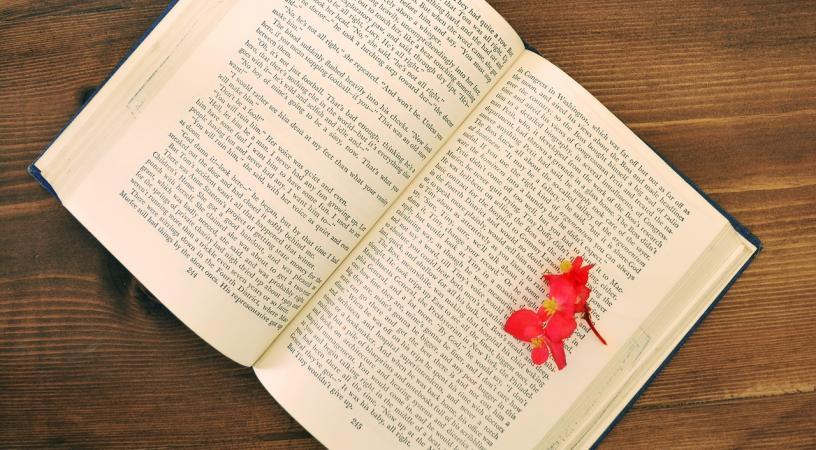 book 1705042 1280