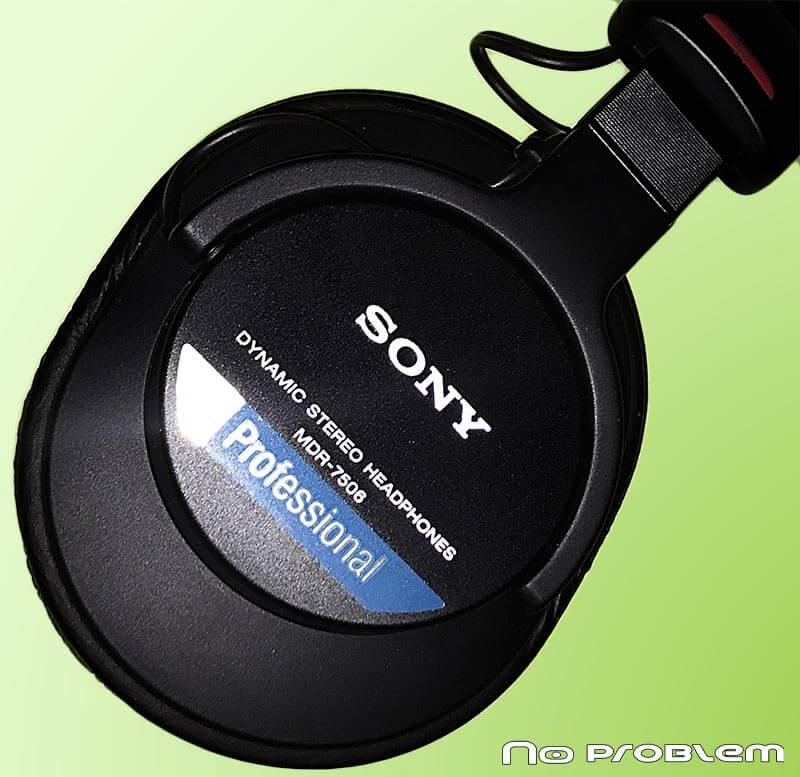 Studyjne słuchawki używane w czasie prowadzenia zajęć online